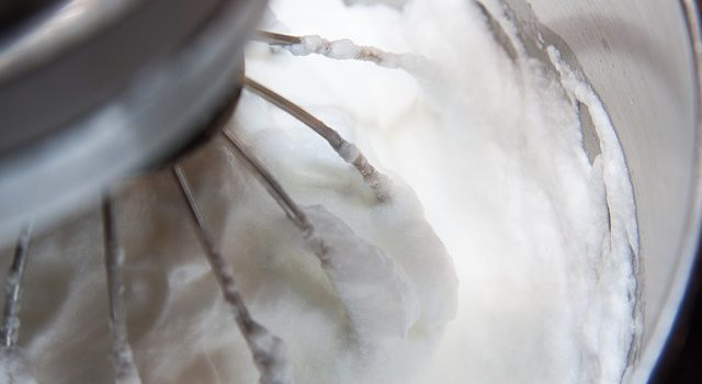 タンパク質に酢を加えると固まる
