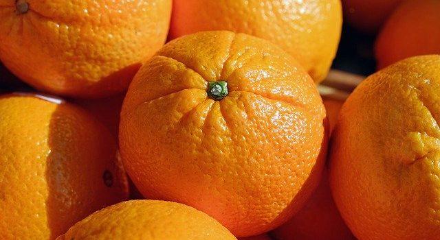 食器用洗剤で野菜や果物を洗う