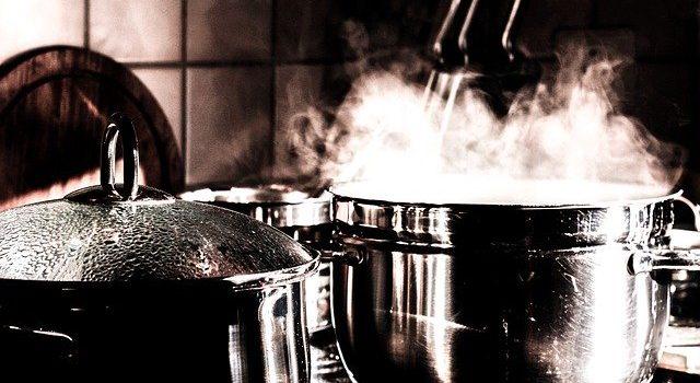 魚のダシ汁と肉のダシ汁で煮込み時間が違う