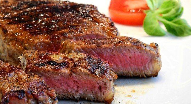 牛肉と豚肉の盛り付けの違い