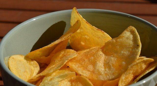 塩水に浸してポテトチップスを作る