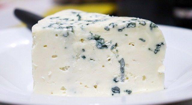 チーズを食べると悪夢を見る?