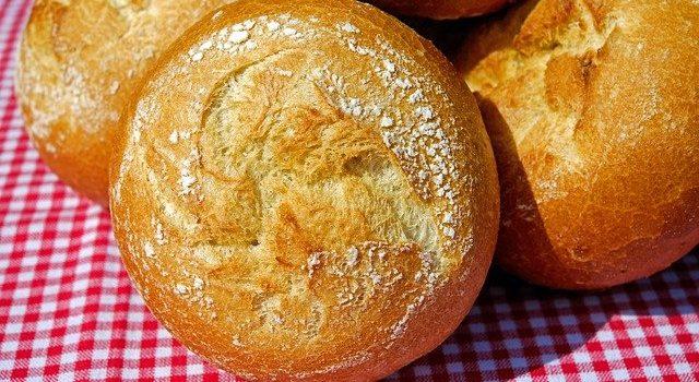 パン生地には、牛乳ではなく脱脂粉乳が使われる理由